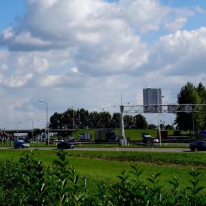 Geleiderail langs talud, afrit A12 bij Duiven
