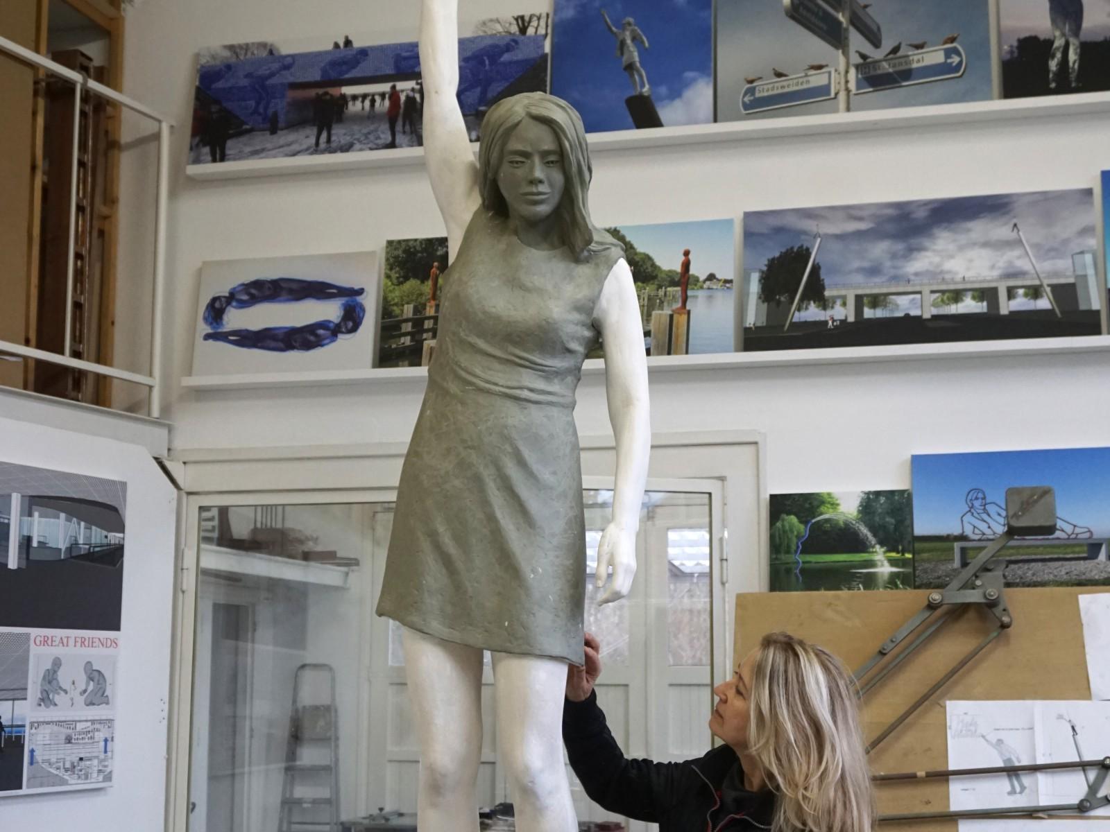 DSC03722 maree bij vrouw sculptuur