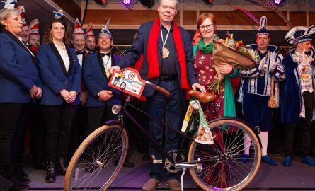 Drie avonden pronkzitting in Groessen, met dorpsonderscheiding voor Adri van Zundert