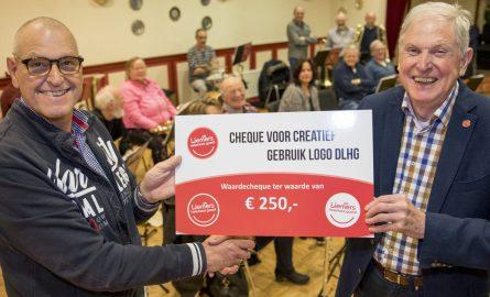 De Liemers Helemaal Goed deelt cheques uit voor logogebruik